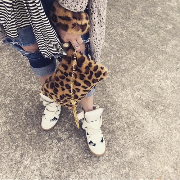 vera Handbags - Faux Fur Clutch/Cross w/ Fur Cuff